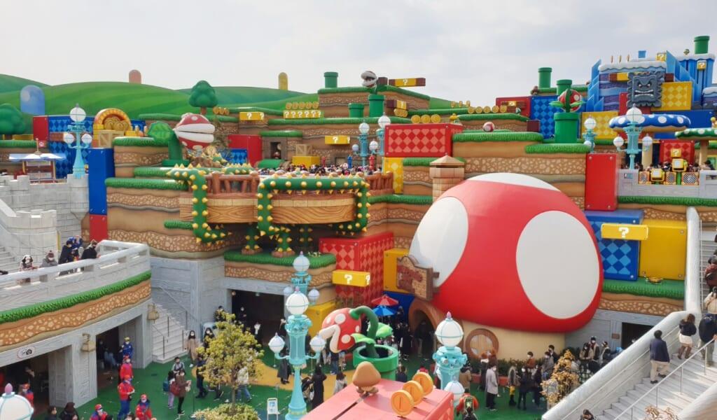 Blick auf die Super Nintendo World von der Yoshi Attraktion.