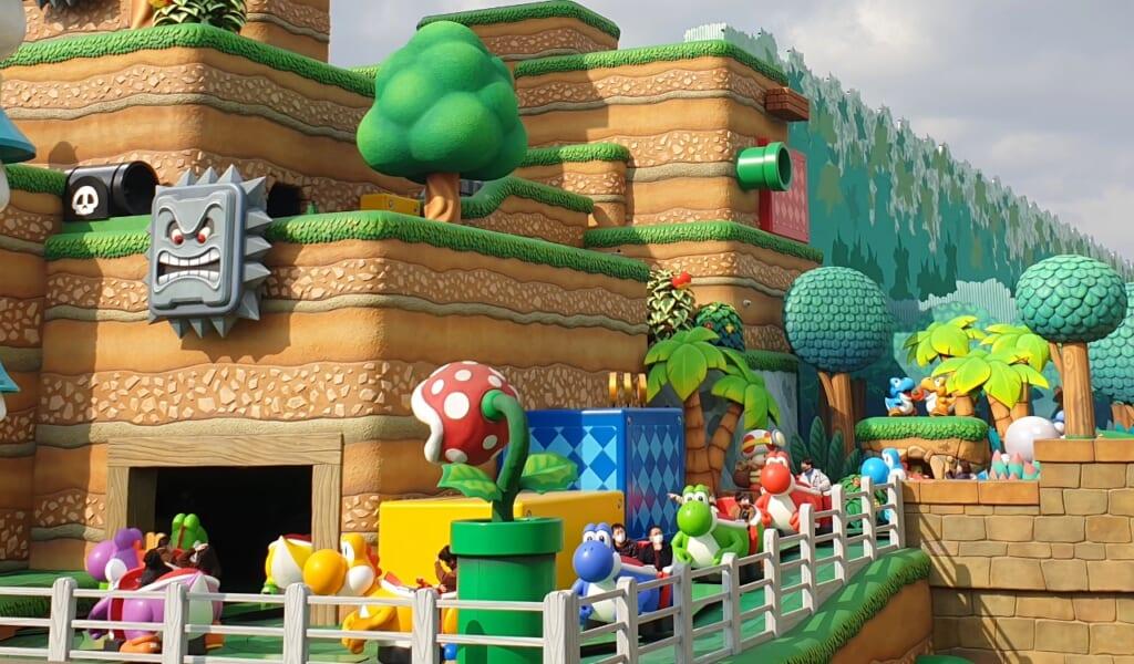Super Nintendo World: Außenansicht der Yoshi Fahrattraktion.