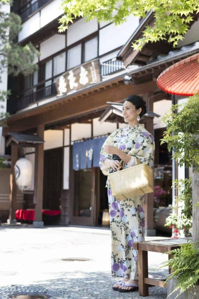 In Kusatsu Onsen tragen Besucher Yutaka.