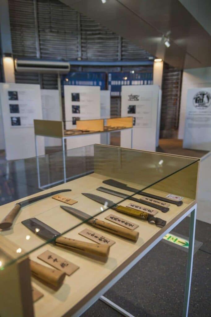 Besucht die Werkstätte im Takefu Messerdorf.