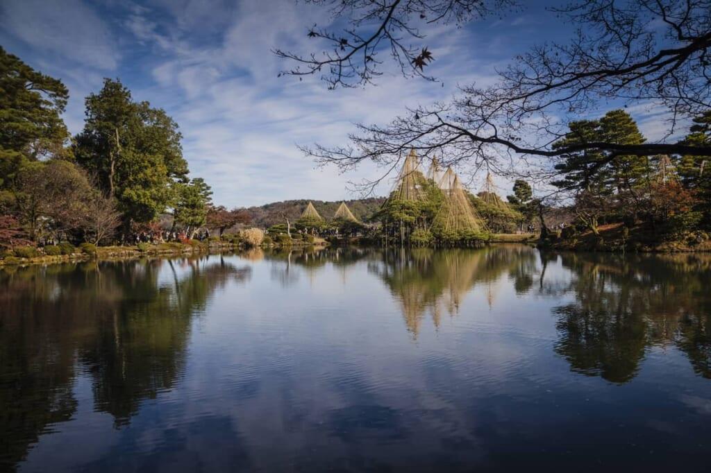 Kasumiga-ike, der größte Teich im Kenrokuen Garten.