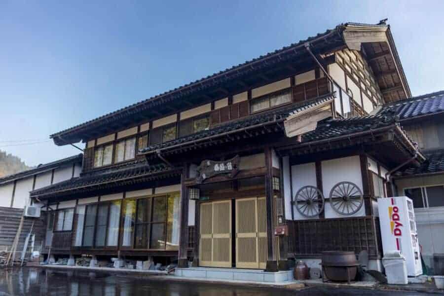 Die Farm Shunran no Sato, erreichbar mit dem Hokuriku Arch Pass.