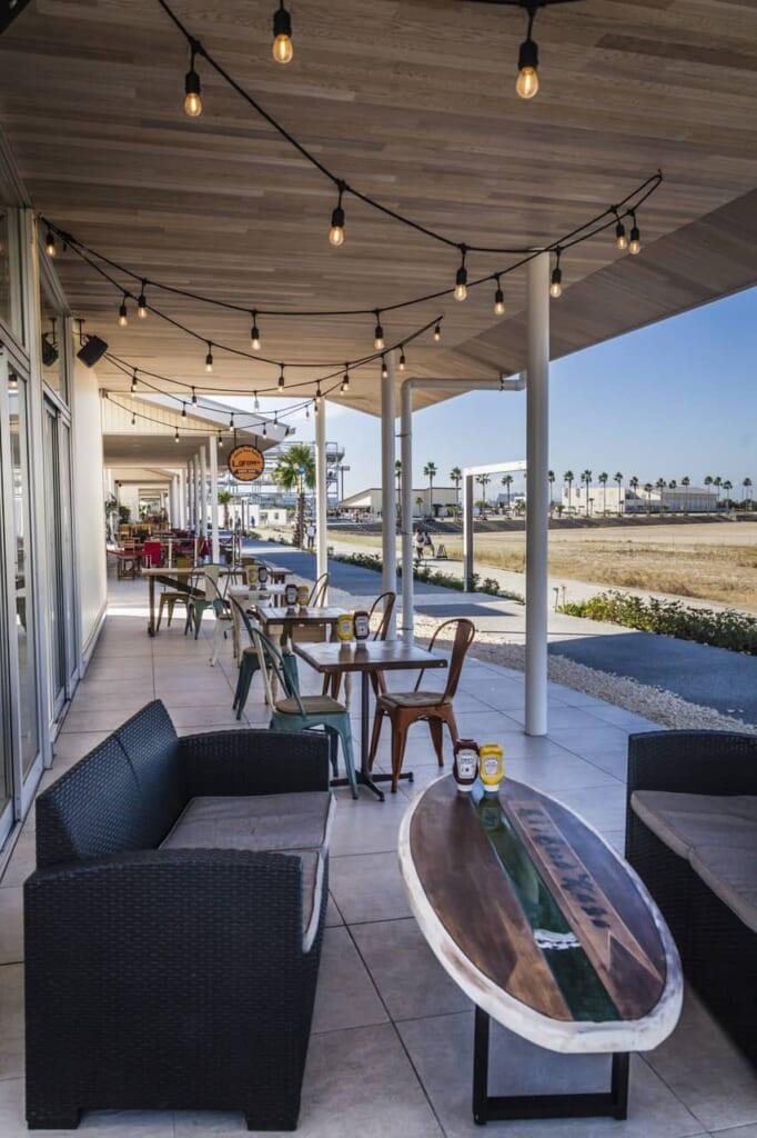Cafés entlang des  Sennan Long Parks, erreichbar mit dem Hokuriku Arch Pass.