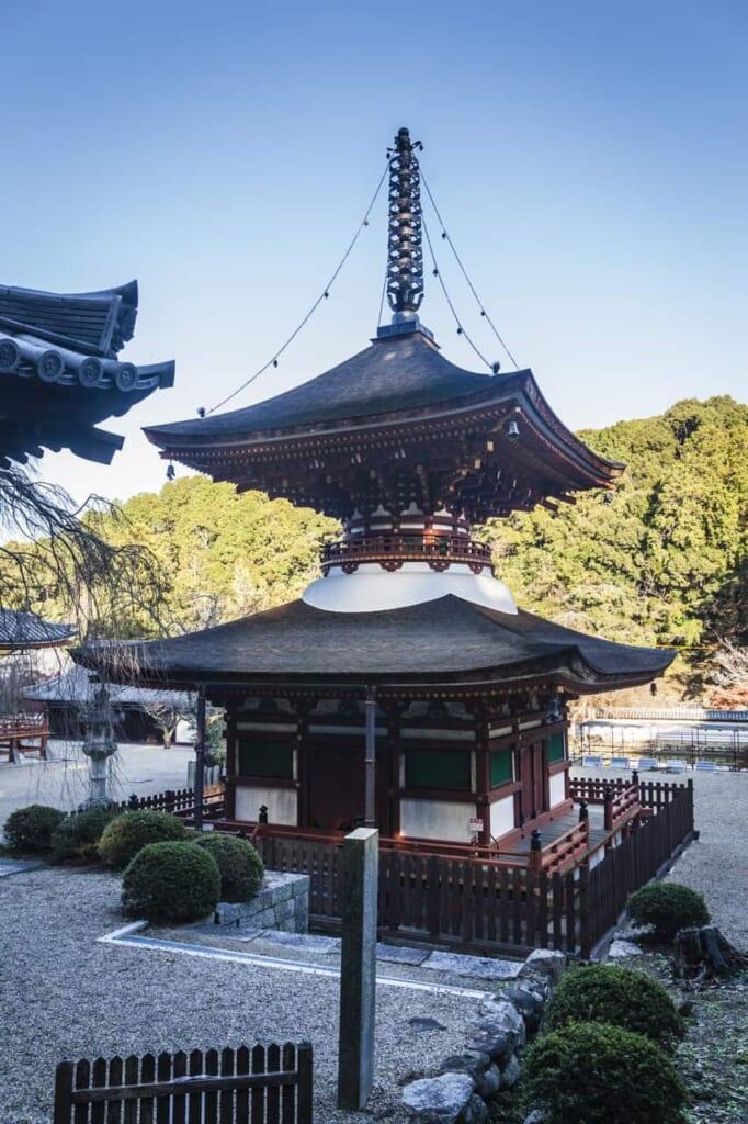 Die Pagode des Kongoji-Tempels, erreichbar mit dem Hokuriku Arch Pass.
