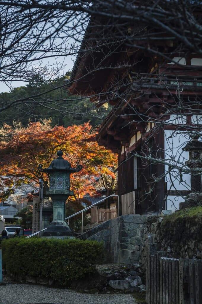 Der Kongoji Tempel in der Präfektur Osaka kann mit dem Hokuriku Arch Pass erreicht werden.