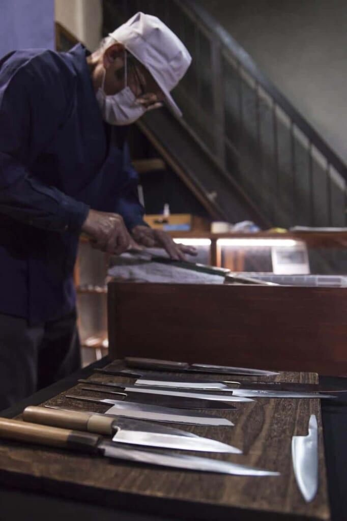 Die Messerwerkstatt Wada Shoten, erreichbar mit dem Hokuriku Arch Pass.