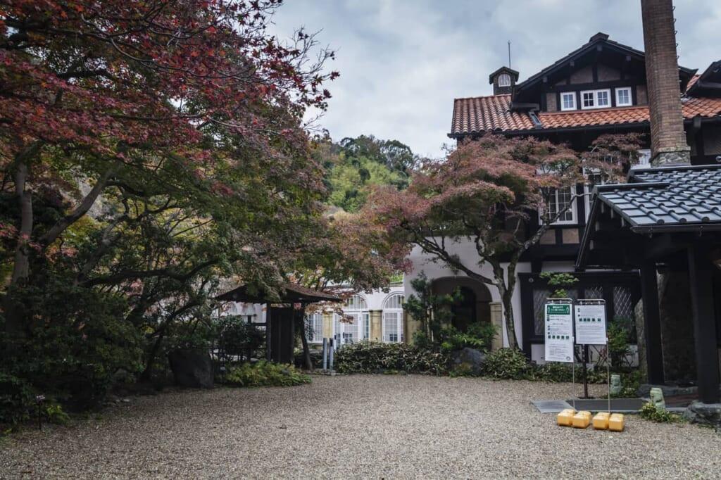 Die Asahi Beer Oyamazaki Villa, erreichbar mit dem Hokuriku Arch Pass.