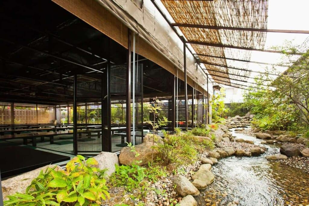 Das Restaurant Issuian, erreichbar mit dem Hokuriku Arch Pass.