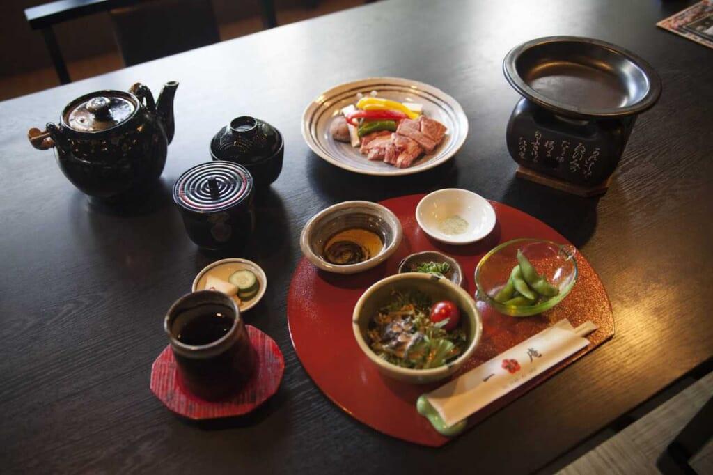 Omi-Rind im Restaurant Issuian, erreichbar mit dem Hokuriku Arch Pass.