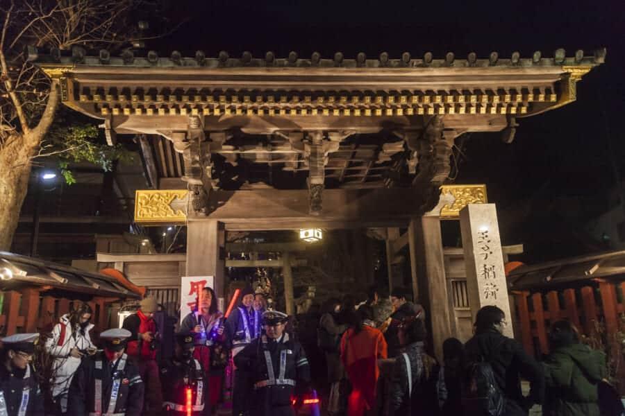 Hatsumode am Oji Inari Jinja-Schrein, Tokio, Japan.