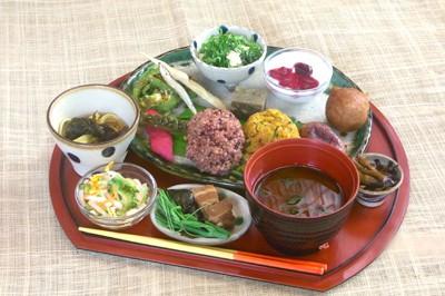 Die lokale traditionelle Küche von Okinawa.
