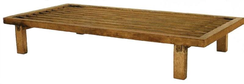 Historisches Bett von Kaiser Shomu aus dem 8. Jahrhundert.