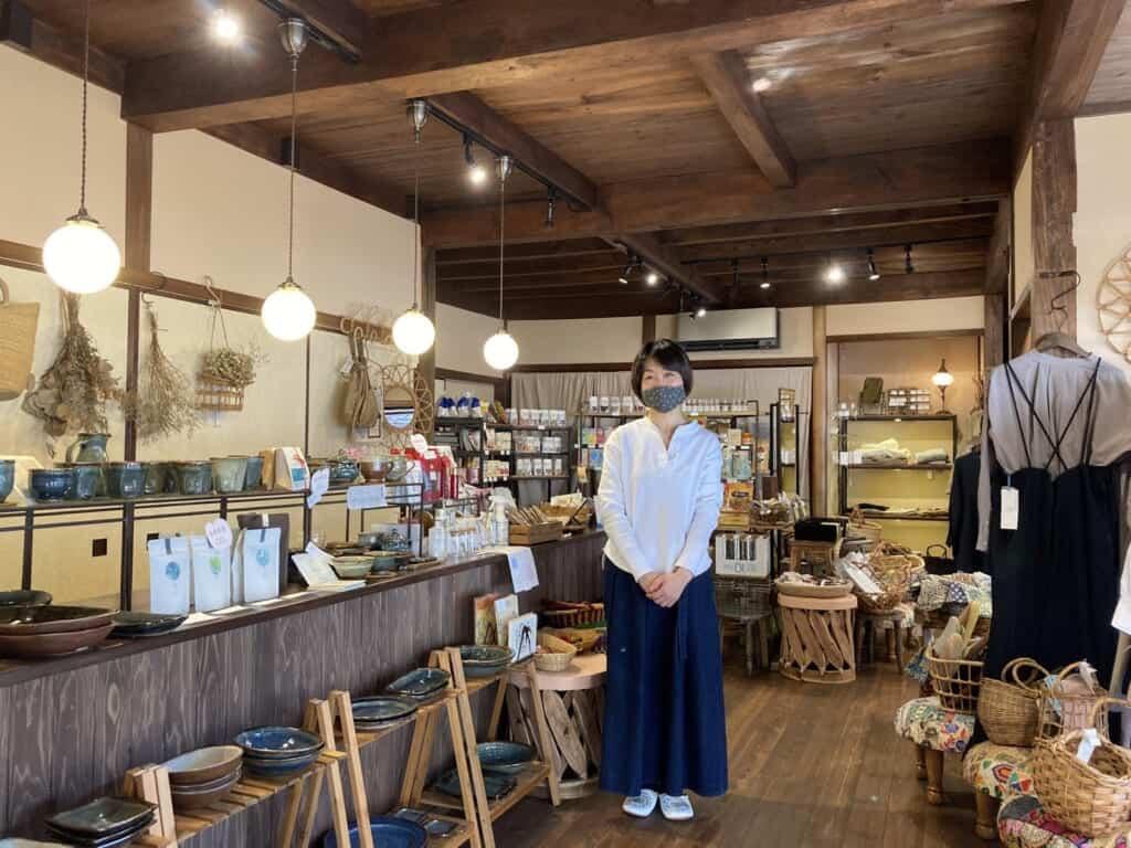 Ein Café in einem historischen Haus in der Stadt Omori.