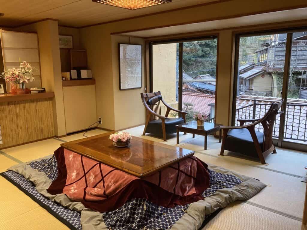 Wohnliches Zimmer im Arifuku Yoshidaya Ryokan.