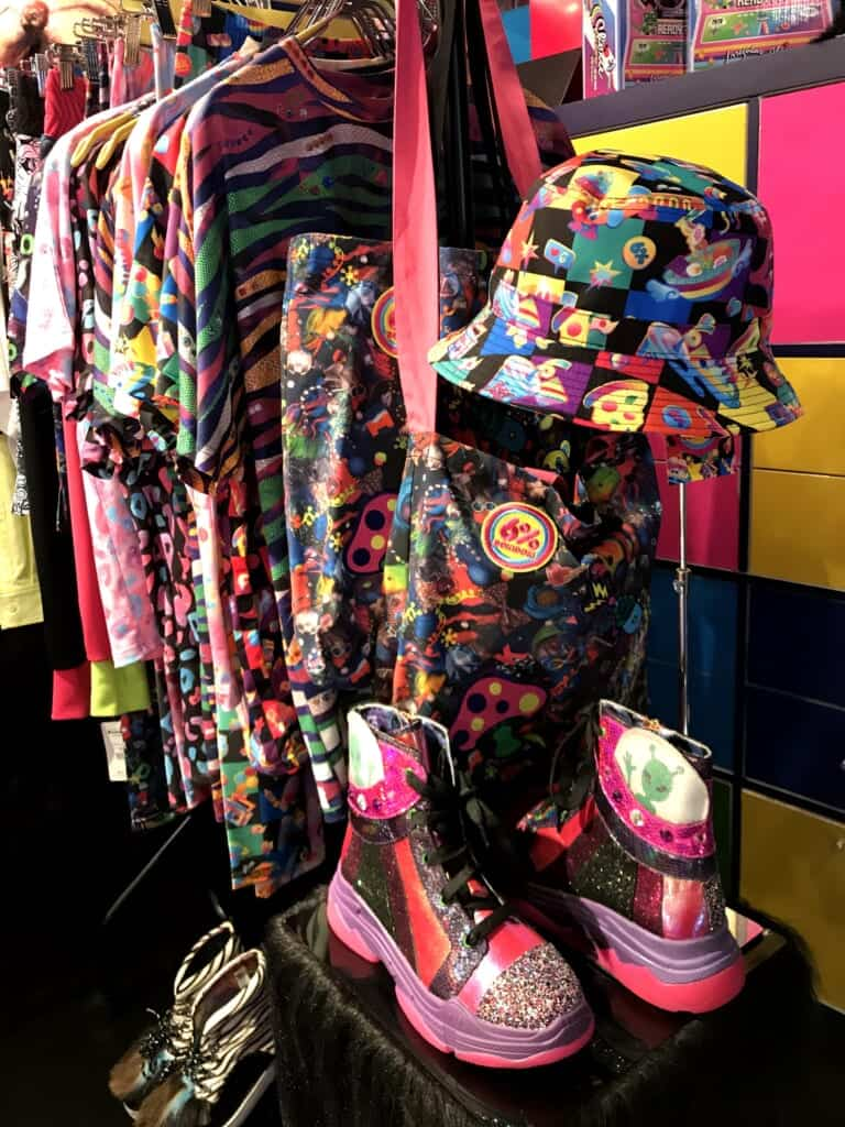 6%DOKIDOKI: Farbenfrohe Kleidung in Geschäften in Harajuku.