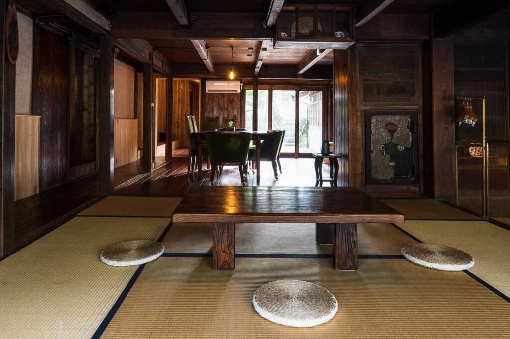 Eine traditionelle japanische Erfahrung im Kominka Atagoya in der Stadt Hamamatsu.