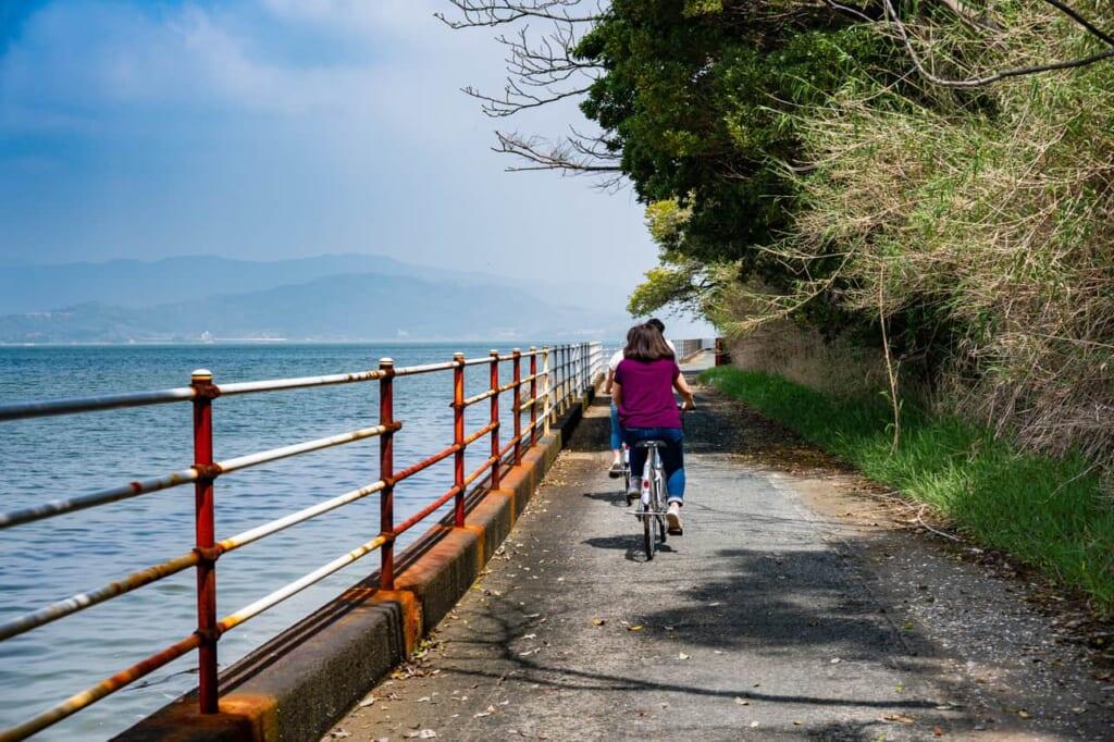 Fahrradverleih am Hamana-See in Hamamatsu, Präfektur Shizuoka.
