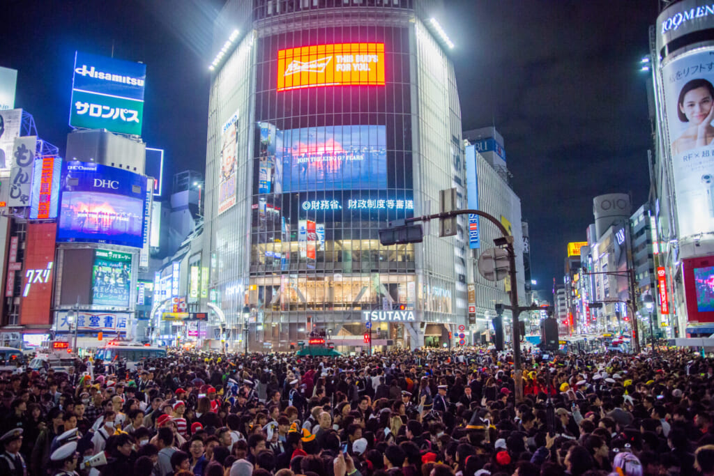 Halloween in Tokio: Shibuya Kreuzung während Halloween