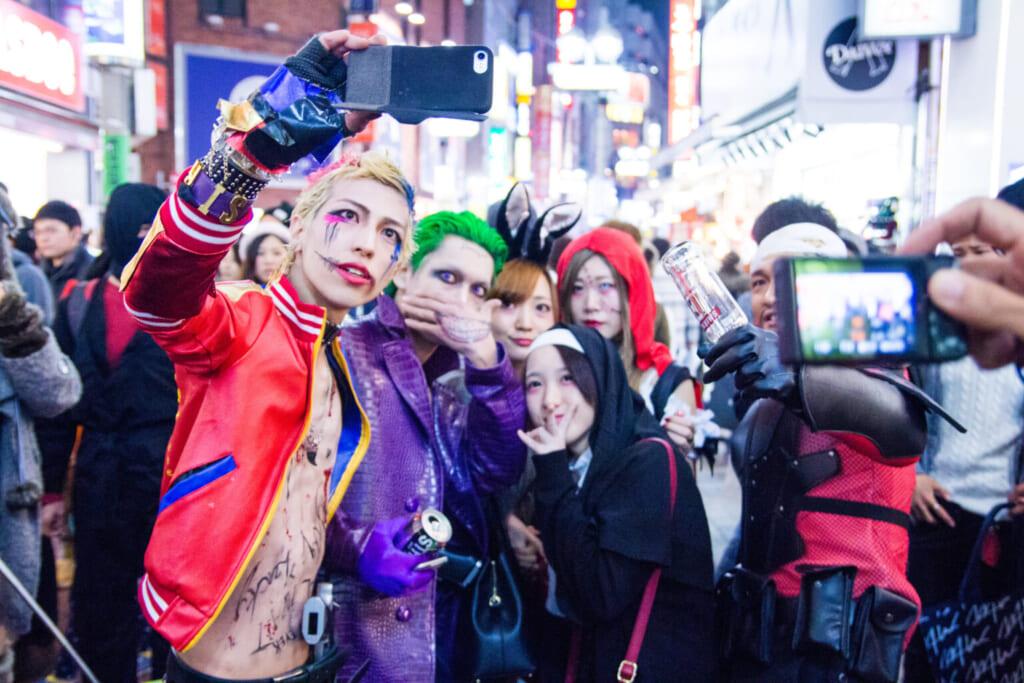 Halloween in Tokio: Junge Menschen auf der Halloween Party in Shibuya