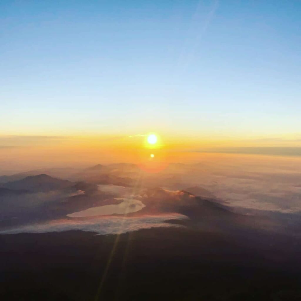 Besteigung des Fuji: Sonnenaufgang vom Berg Fuji.