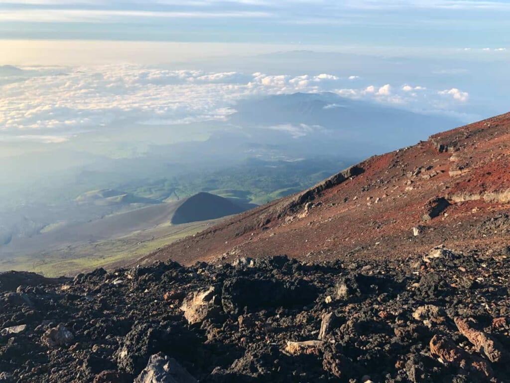 Die Vulkanlandschaft des Berges Fuji.