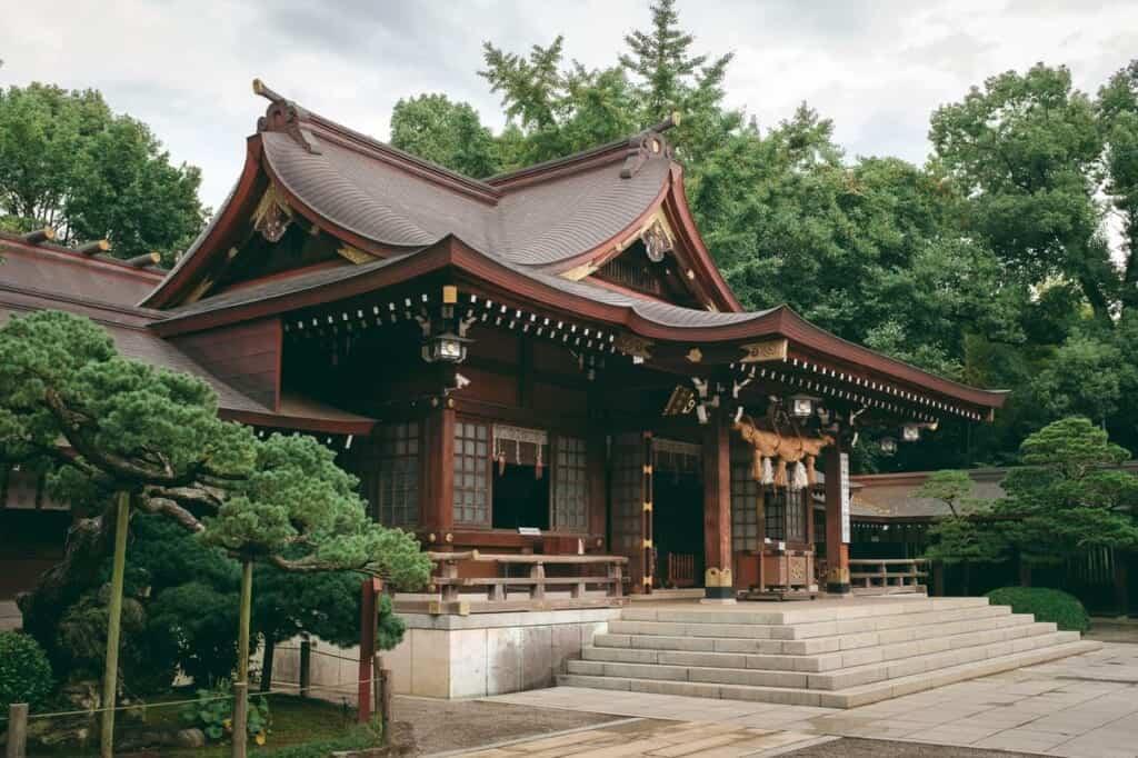 Der Unterschied zwischen Tempeln und Schreinen in Japan