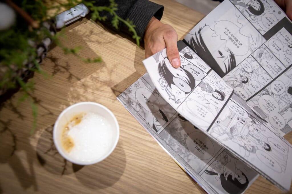 Manga-Café: Manga lesen mit Kaffee.