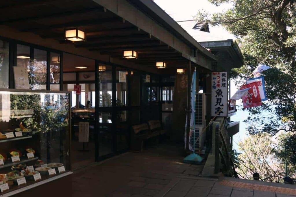 Entrata di un ristorante di pesce a Enoshima