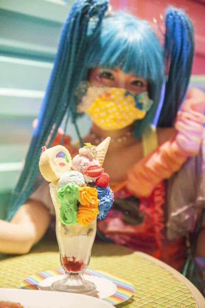 La Monster Girl Candy con un Colorful Poison Parfait