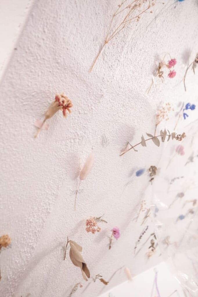 Dettagli floreali alla caffetteria Picco Latte di Nakazakicho