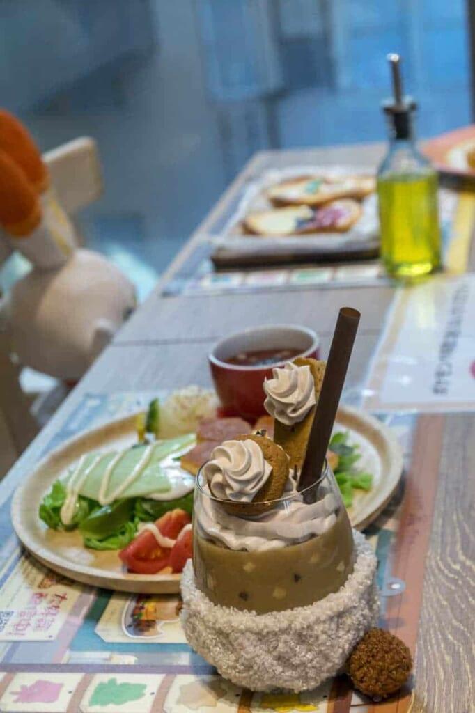 Riproduzioni realistiche di cibo in plastica al Pokemon Cafe