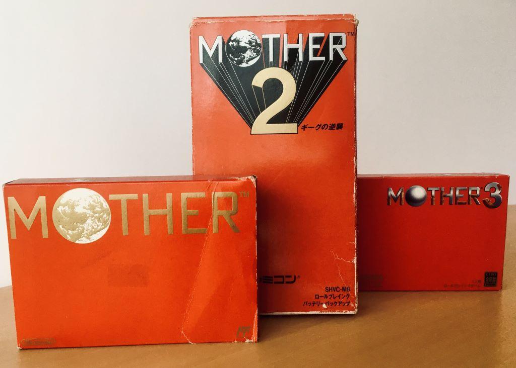 Confezioni della serie di videogiochi Mother per Nintendo