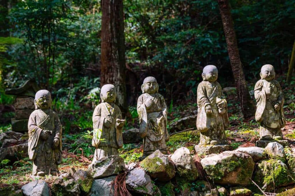 Statue dei discepoli di Buddha al Tempio Hoko-ji