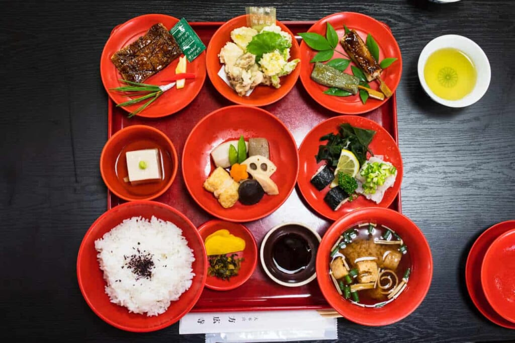 Piatti di shojin ryori, cucina vegetariana buddista