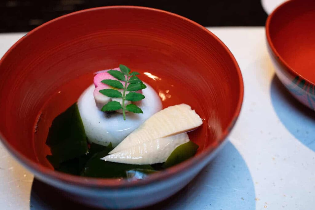 Ciotola con pietanza giapponese