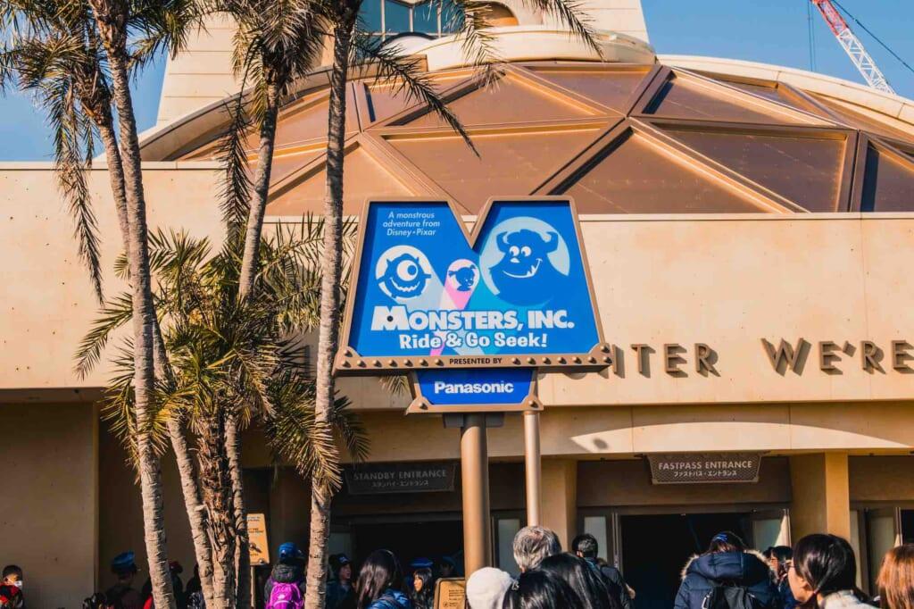Ingresso dell'attrazione di Monsters & Co. a Tokyo Disneyland