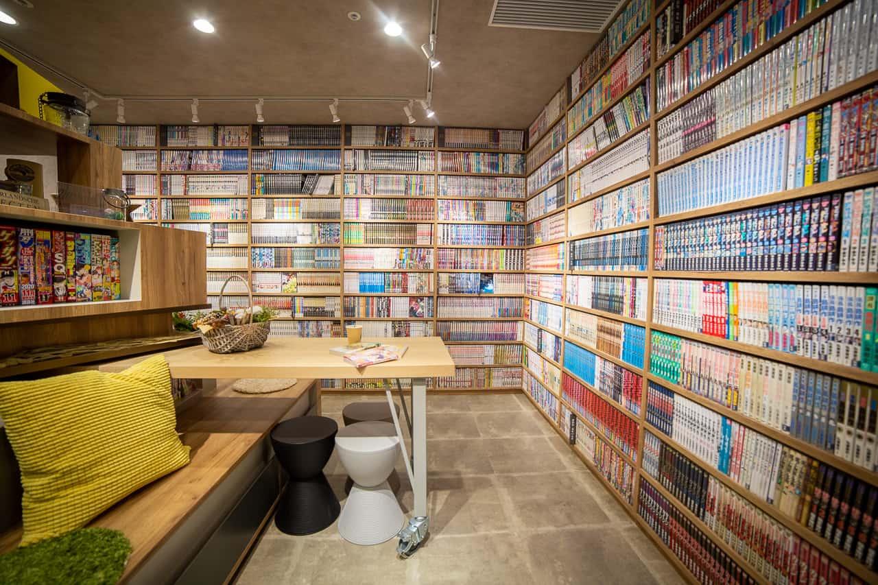 Dormire Circondati Dai Manga In Un Manga Café Giapponese