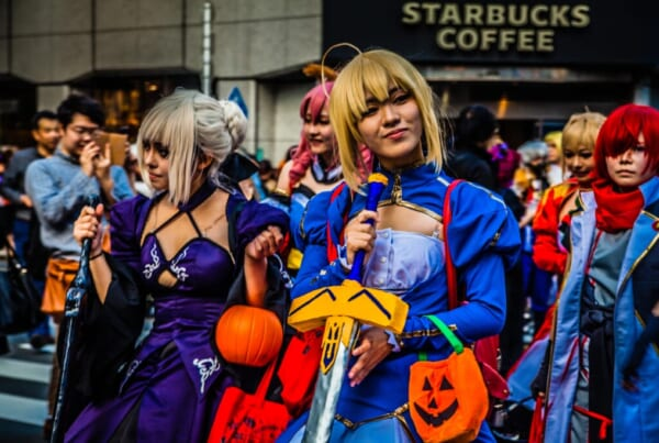 Persone in cosplay per Halloween